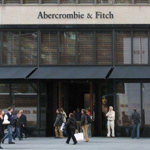 Abercrombie  Fitch store in New York City 300x300 - Las ventas directas al consumidor de Abercrombie aumentan en el primer trimestre.